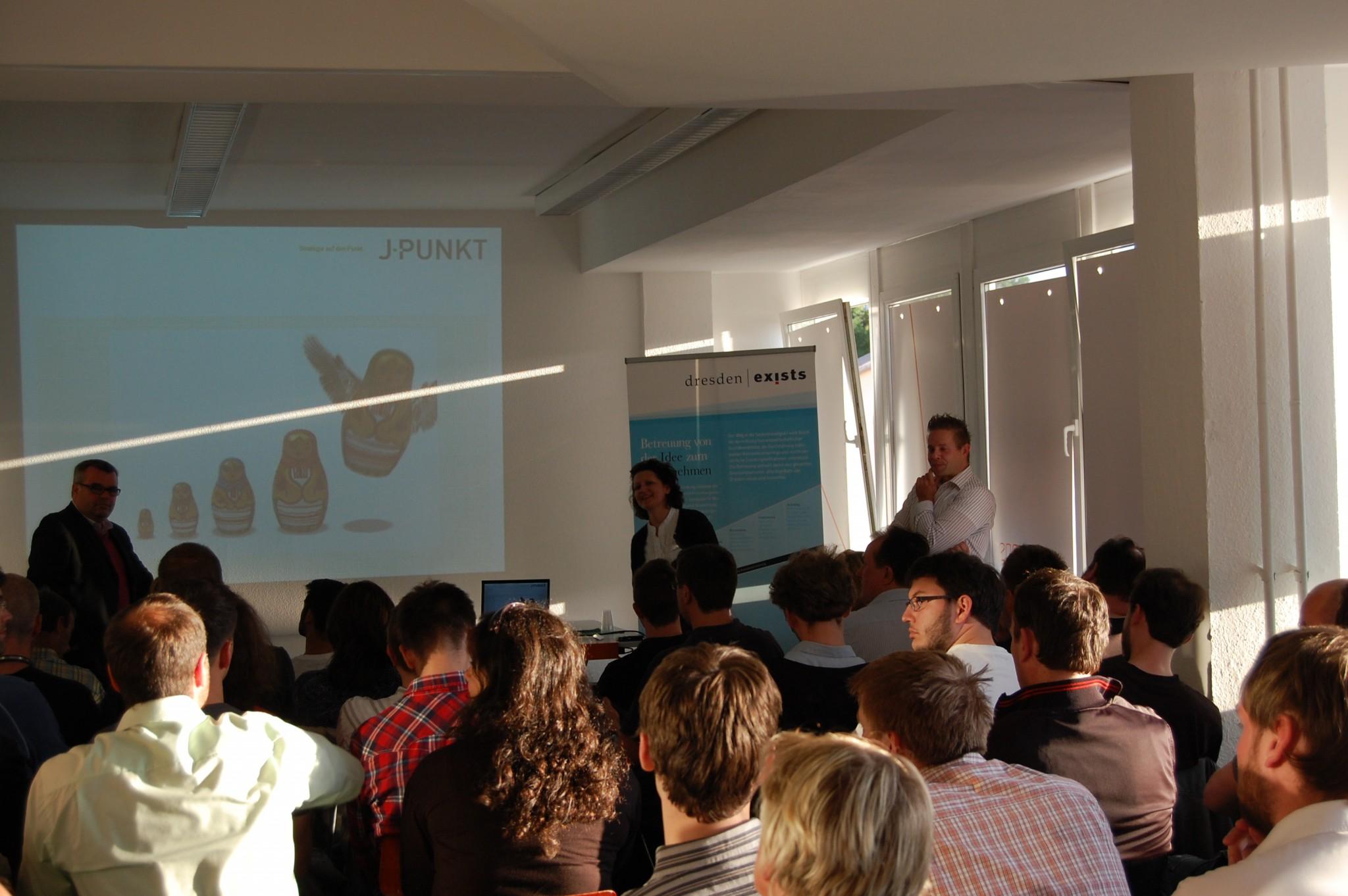 Jenny Gleitsmann von J.Punkt und Dirk Sobirai von dresden exists stellten sich den zahlreichen Fragen des Auditoriums