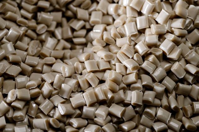 Perfluorence Granulat & Musterprodukt