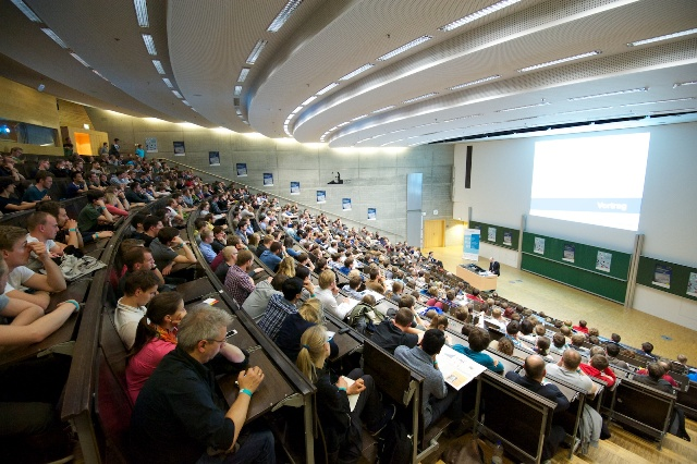 Ein voller Hörsaal zum 42. Gründerfoyer (Foto: Robert Gebler)
