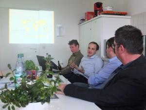 Mit den Gründern von leXsolar trafen wir uns zum lockeren Beisammensein in ihrer Büroküche.