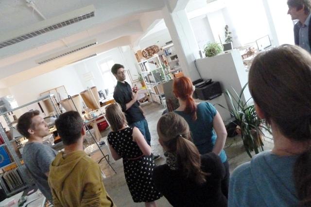 Alexander Paul Finke zeigte uns das Büro. (Foto: dresden|exists)