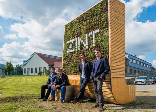 Das Team von Green City Solutions und ihr City Tree.  (Foto: Green City Solutions)