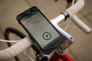 Cyface-App in Halterung am Fahrrad