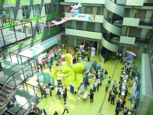 Blick ins Foyer der Informatik-Fakultät
