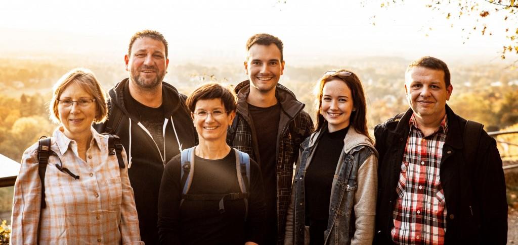 Das mittlerweile sechsköpfige Team von Date im Freien