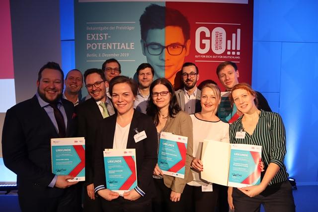 Die Sachsen feiern gemeinsam: Die Teams von Saxeed und Smile durften sich ebenfalls über die Förderung freuen. (Foto:
