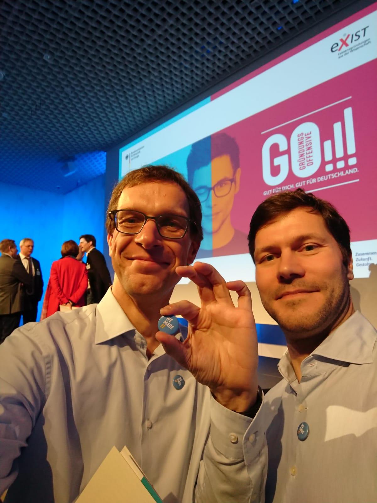 Live in Berlin: Frank und Marco nehmen in Berlin die Urkunden entgegen. (Foto: Frank Pankotsch)
