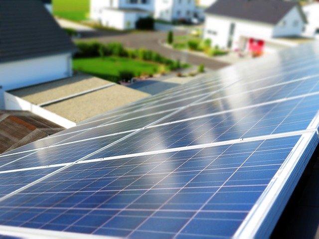 Energiekoppler ermöglicht die wirtschaftliche Vernetzung kleiner Energieanlagen, wie Brennstoffzellen, Wärmepumpen oder Photovoltaik-Anlagen. (Foto pixabay/moerschy)