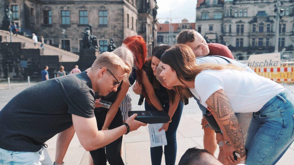 Personengruppe am Dresdner Schloßplatz